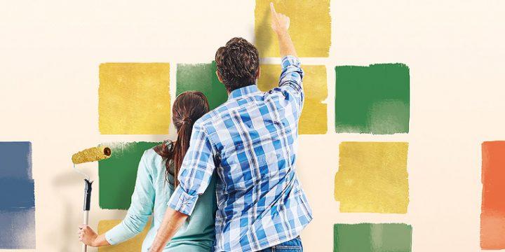 Paar bemalt eine Wand