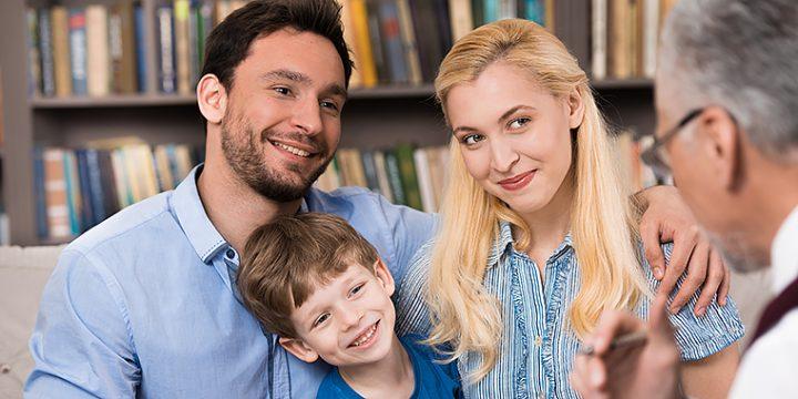 Familie in einem Beratungsgespräch