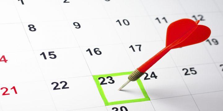 Dartpfeil auf Kalendertag