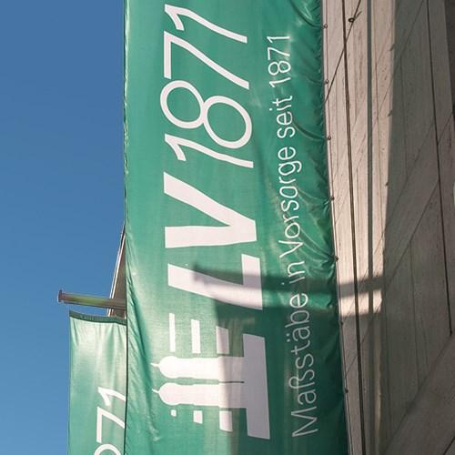 Grüne Fahne mit LV 1871 Logo