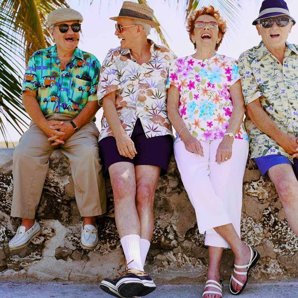 Vier lachende Rentner