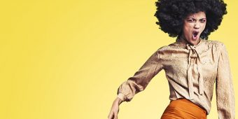 Frau mit Afro