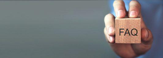 FAQ Würfel in einer Hand