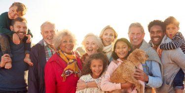 Verschiedene Menschen verschiedener Herkunft und Alter