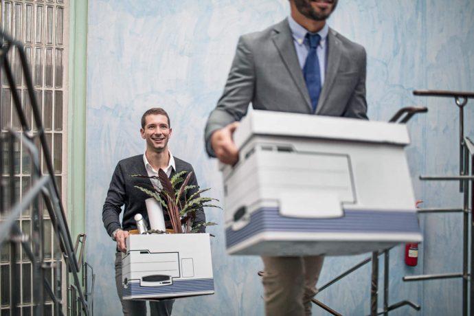 Zwei Geschäftsmänner auf dem Weg zu einem neuen Job