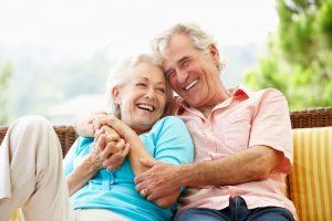Glückliches Ehepaar in Rente